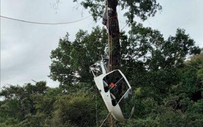 Tirolesa é usada para resgate de helicóptero